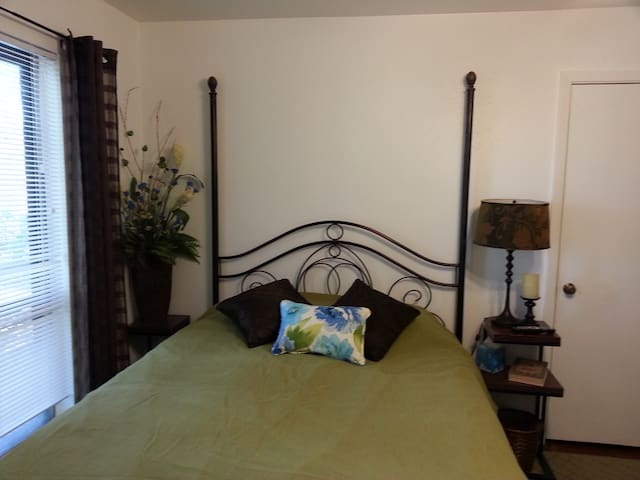 This is the green room available. Q bed.(Green) 11.5 ft. x 15 ft.  closet,tv,wi-fi,desk