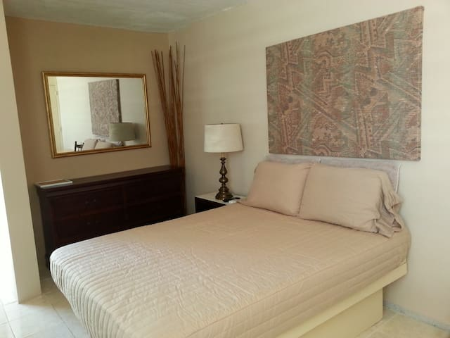 #A 2nd FLOOR FURNISHED ROOM/MINI STUDIO QUEEN BED - Ponce - Apartmen
