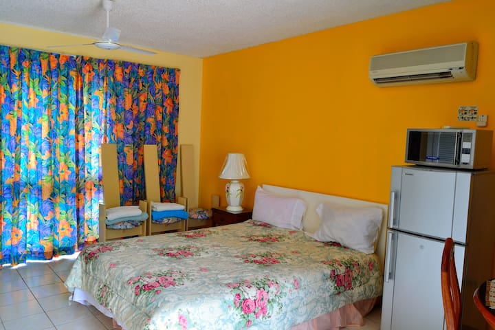 Beach, Sunset, Snorkeling, Negril Jamaica Condo - Negril - Apartment