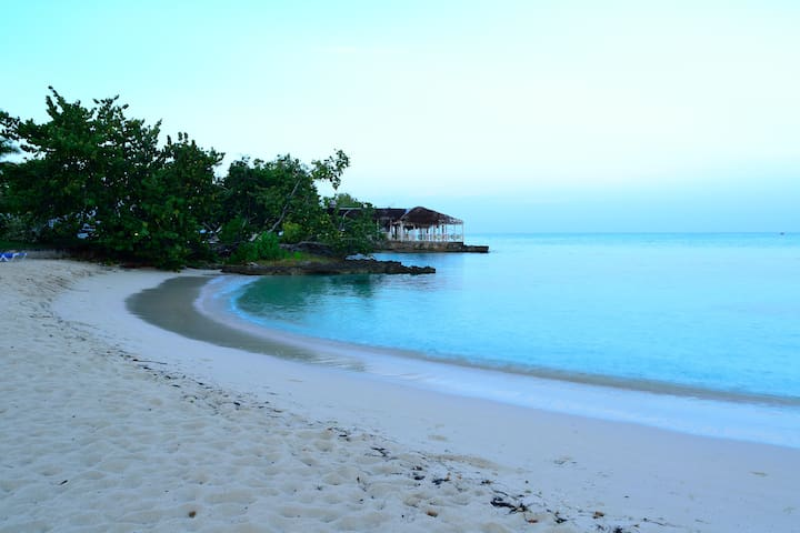 Beach, Sunset, Snorkeling, Wi-Fi, Negril Studio