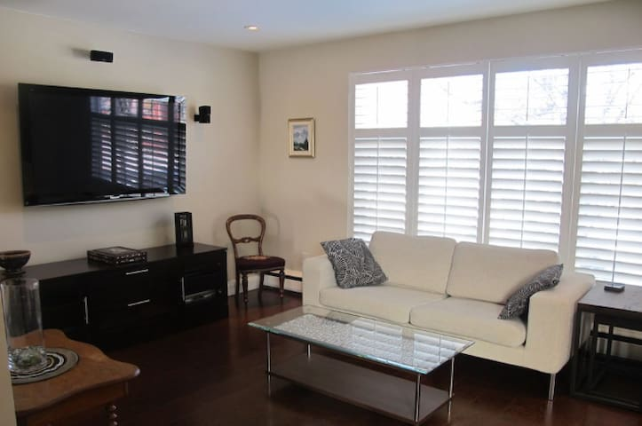 50 inch tv with nice entertainment centre