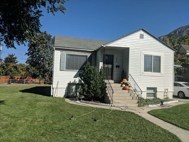 Cozy Two Bedroom Close to BYU.