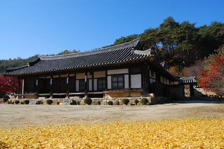 Seongam noblel house : joong bang - Chunyang-myeon, Bonghwa-gun - Bed & Breakfast