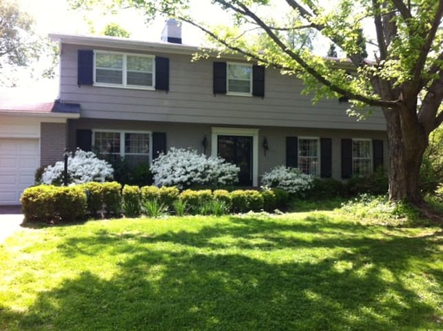 Comfortable and Convenient Home - Louisville - Huis