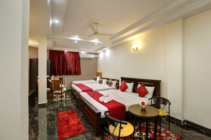 Pvt Room Great for grp of 4-5 ppl near Brigade Rd