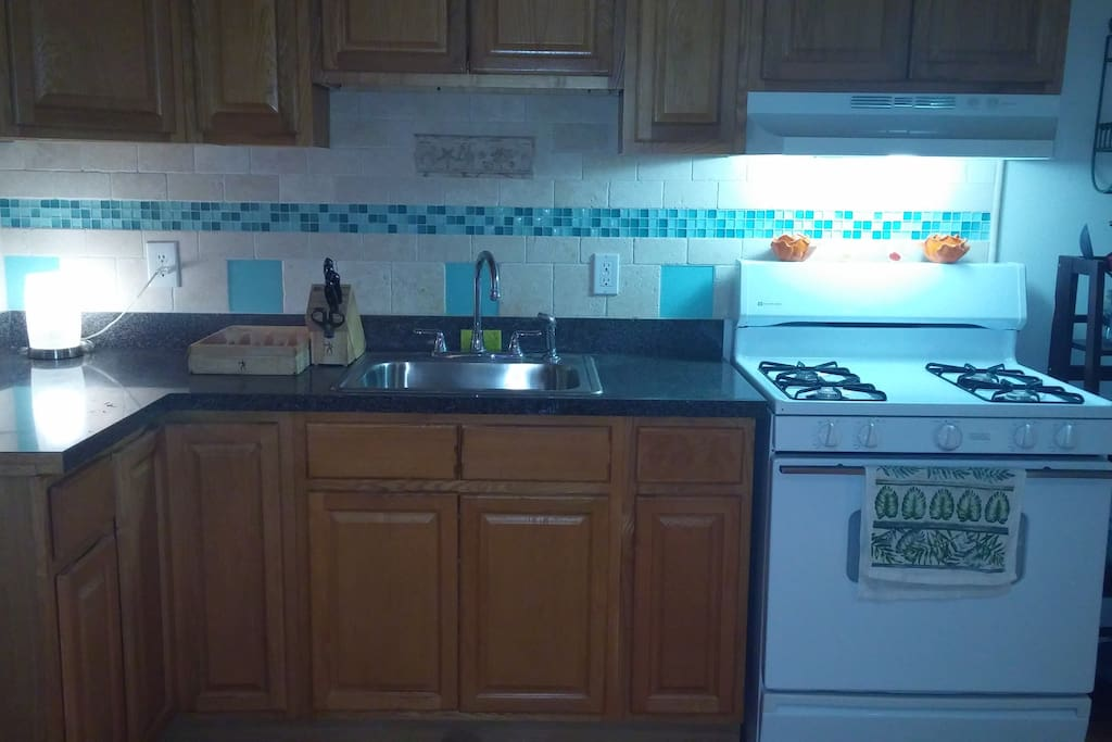 Kitchen with custom backsplash