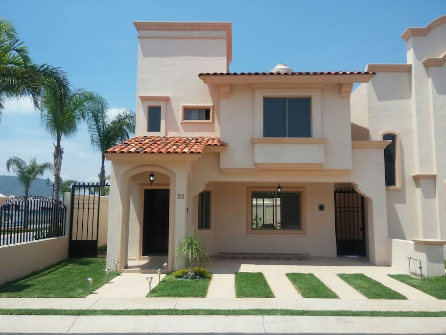 Hermosa casa estilo am ricano houses for rent in - Casas estilo americano ...