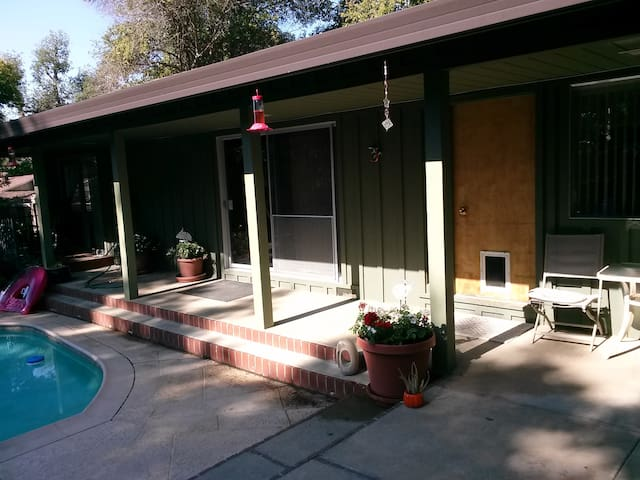 Hidden Cottage Resort in Fair Oaks - Fair Oaks - Bungalow