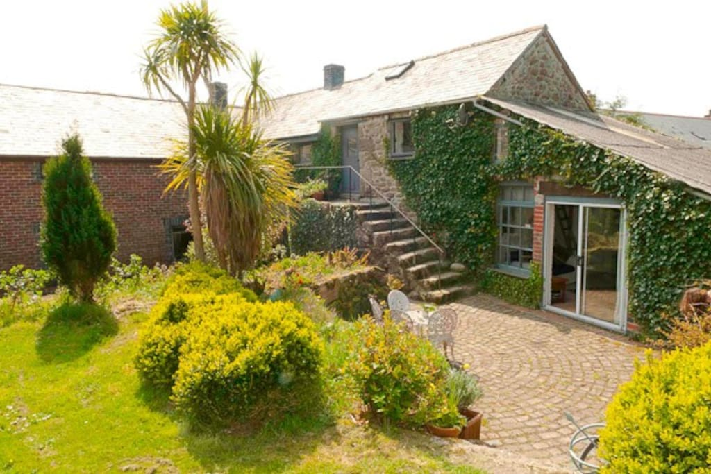 Swallow Barn -Cosy Cornish Cottage on ancient hill farm in an Area of Outstanding Natural Beauty. Great walks straight from the door across  our land and onto Open Country. Close to Coast, Penzance & St Ives