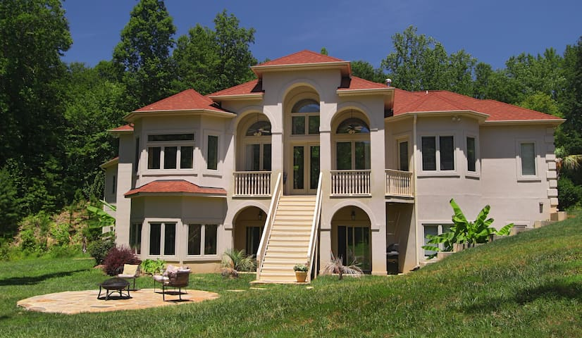 The Villa at Waters Edge - Belmont - Willa