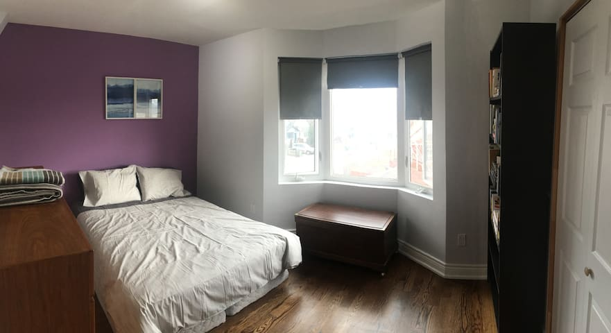 Cozy Spare Room New Renovated Danforth Village - Toronto - Maison