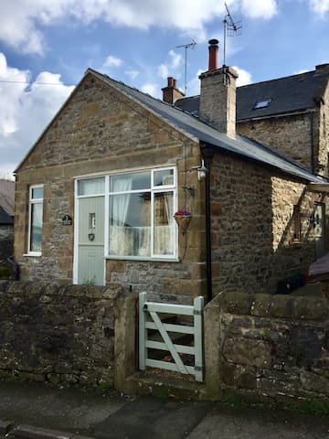 A cosy cottage for two in the Derbyshire Dales. - Wensley - Banglo