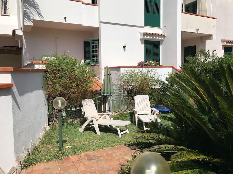 Haus boris casa vacanze b b mondello pa ville for Casa con 2 camere da letto con seminterrato finito in affitto