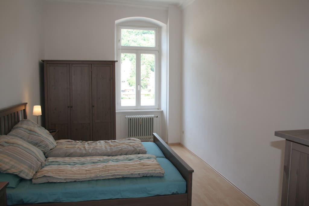 Master bedroom w/ queen-size bed (200x180cm) and views of Neckar River.