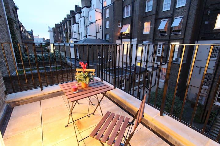 Studio with private terrace near Victoria 9A