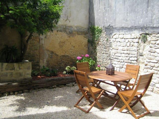 Calme, idéalement situé dans Bayeux
