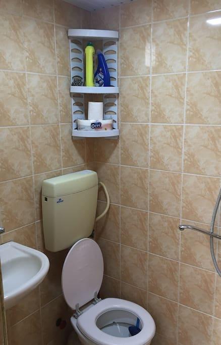 душ, туалет,ванна.