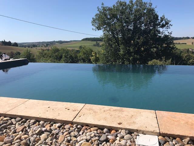 Maison Gîte à Lavardens - piscine & panorama