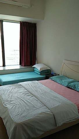 新葡京旁,高层1.5米双人床+1米单人床双床小房间,需使用客厅卫生间。