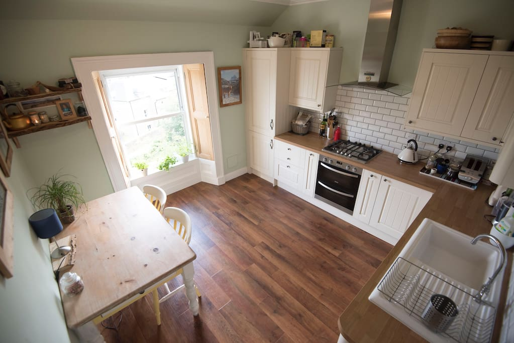 Newly refurbished kitchen with everything you need to dine in.