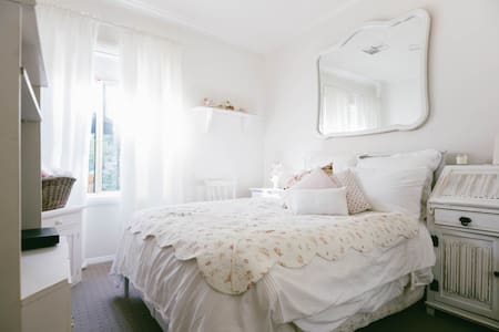 Double bedroom in quiet hills spot - Belair
