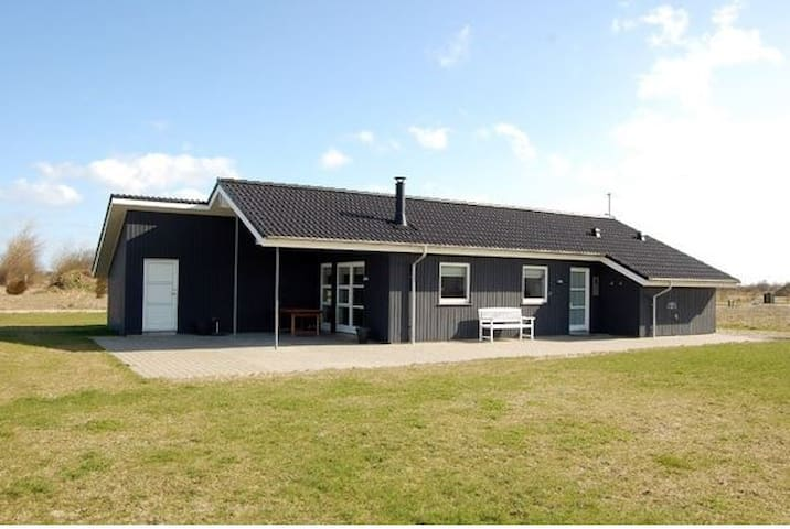 Nice holiday cottage near beach - Tarm - Houten huisje