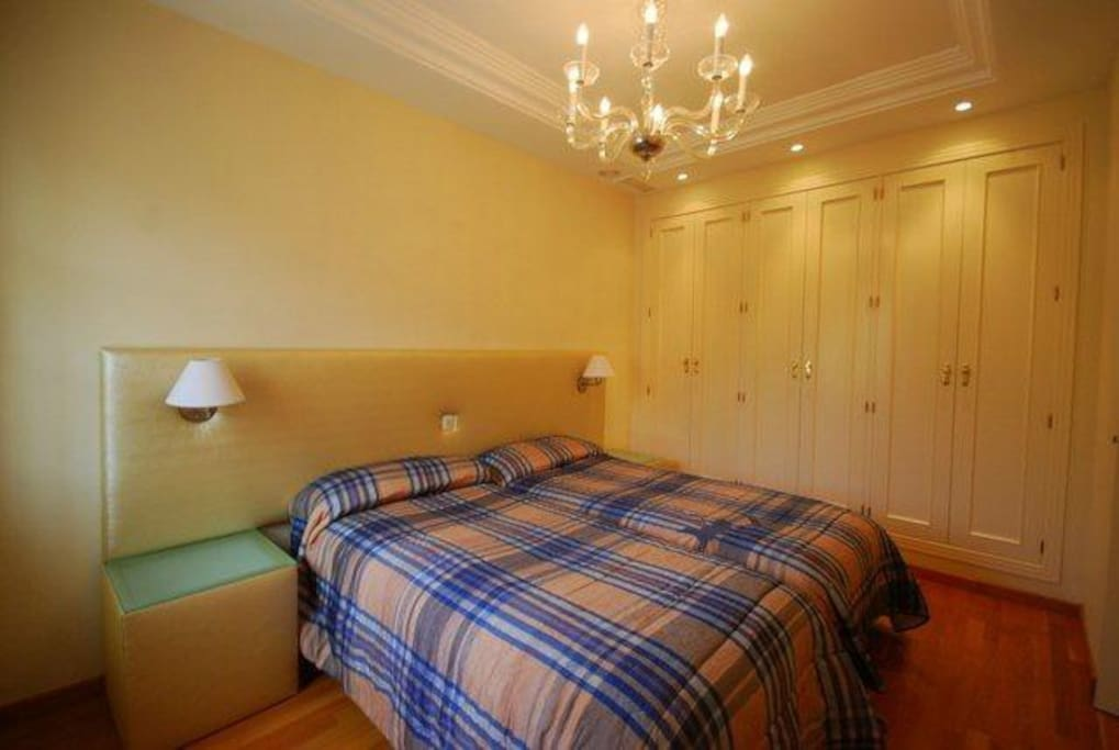 Guest Bedroom with private en-suite. Bed can be single or double