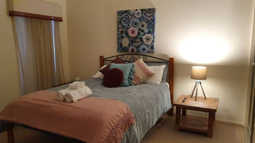 Elegant Stylish Private One Bedroom with Ensuite!