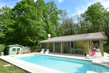 Quiet Holiday Home in Lalinde with Swimming Pool