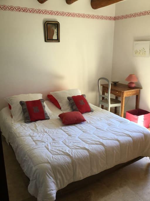 Chambre avec un lit en 160