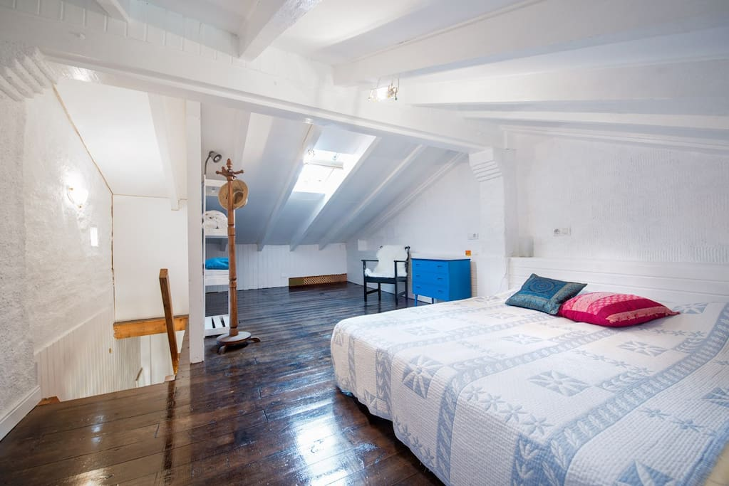 attic whit 2 beds