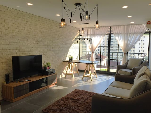 City&Seaview Room Near GurneyFREE AIRPORT TRANSFER - George Town - Condo