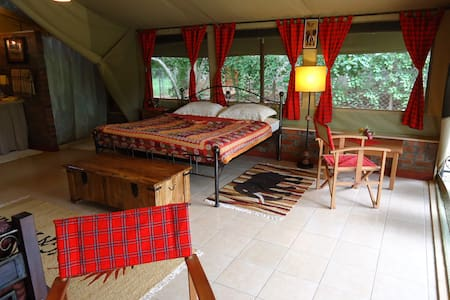 One of our six suites in our beautiful tented camp Anga Afrika, located in Karen, the unique suburb of Nairobi.  Perfect for nature lovers, this camp provides a warm, cosy and extraordinary atmosphere, which es you away from all the big city hassle.