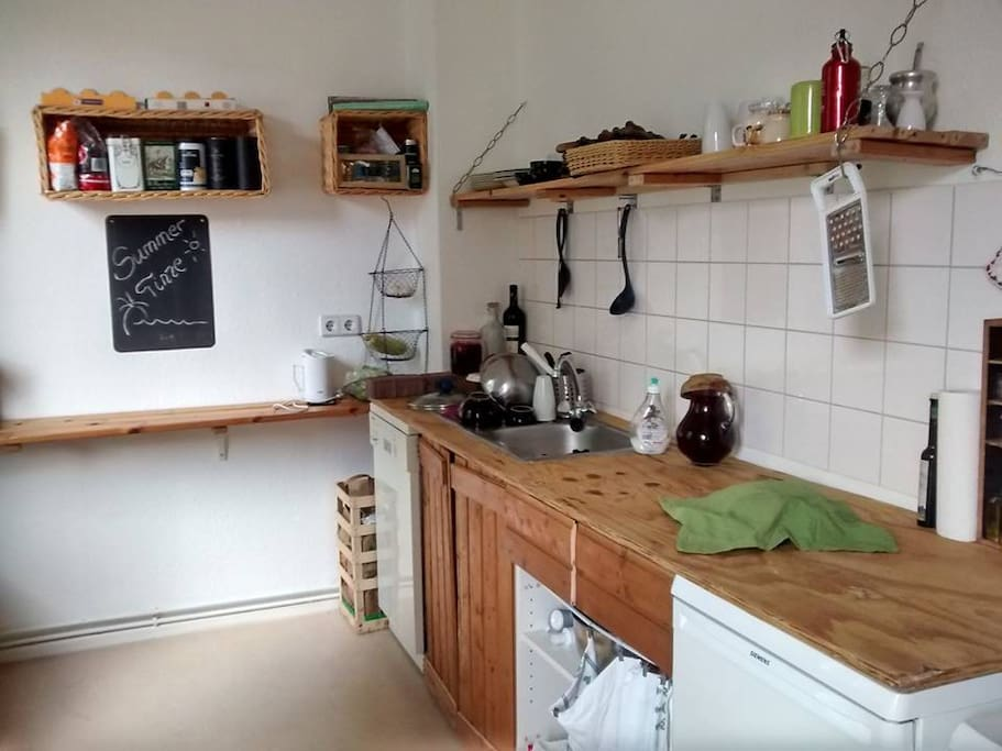 A very DIY kitchen with Oven, Fridge (and freezer) and Dishwasher. Everything you need to cook deliscious meals after a day up in about in the city.
