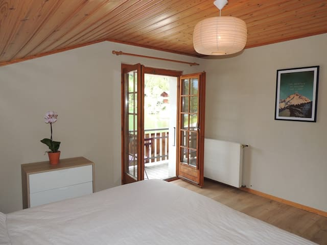 Twin room with lake view -Glacier - Orsières - Bed & Breakfast