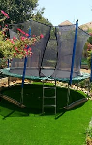 5 bedroom villa with trampoline - Yavne