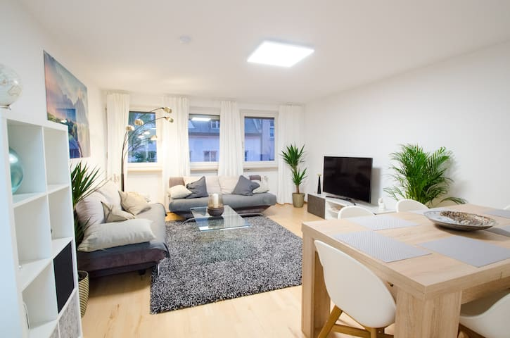 Bright Family Home with Balcony in Central Munich