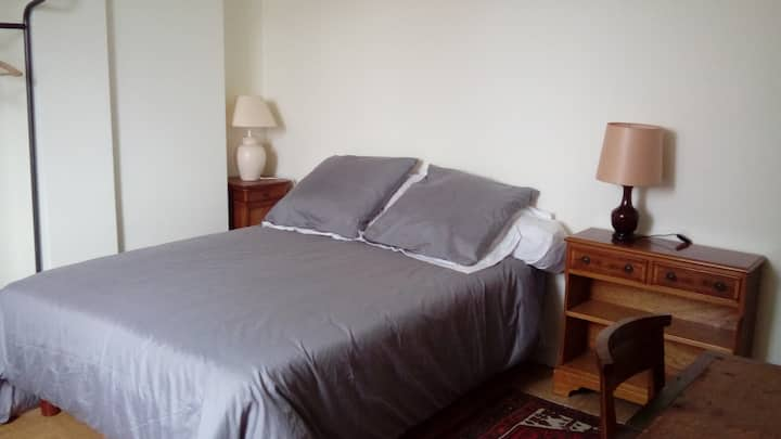 Double bedroom in Fontainebleau