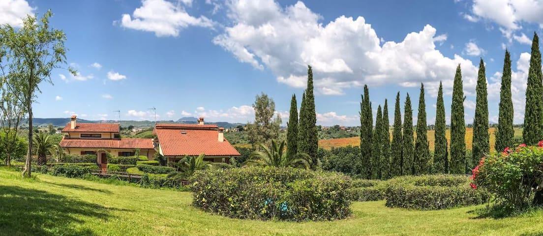 Villa panoramica in Sabina, vicino Roma