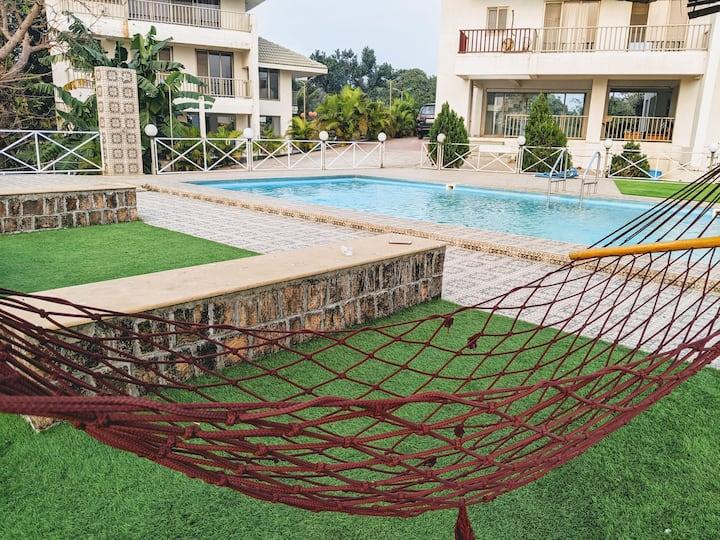Ocean Vista Villa, Outdoor Swimming Pool & Garden!