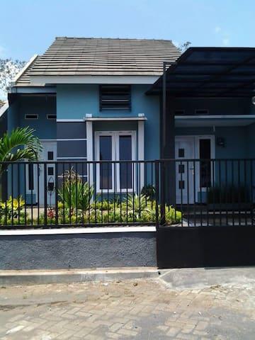 Villa Danesh, Batu Indonesia - Batu - House