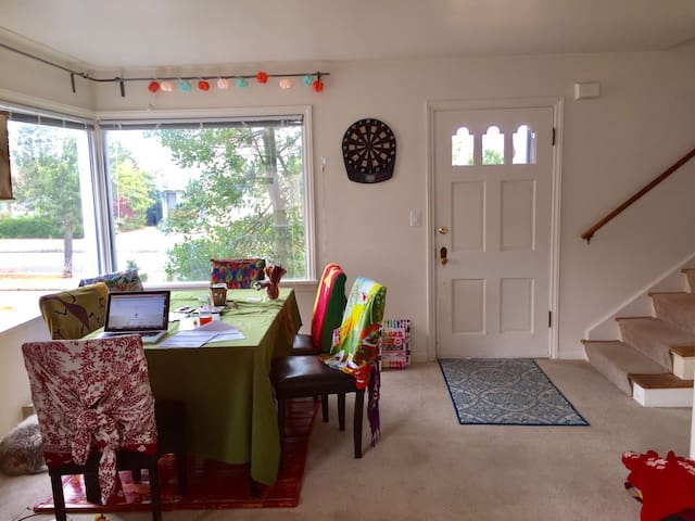 Cozy room, full use of home, downtown Pt. Angeles