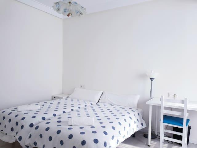 Dormitorio principal - Main bedroom