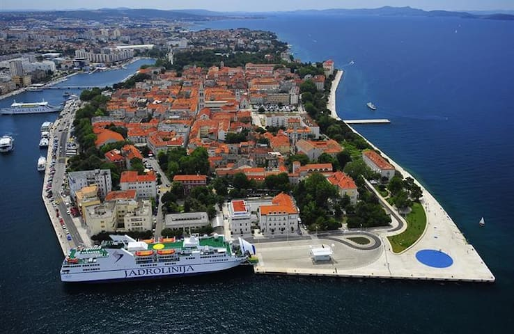 Zadar central, big private room, ideal location - Zadar - Bed & Breakfast