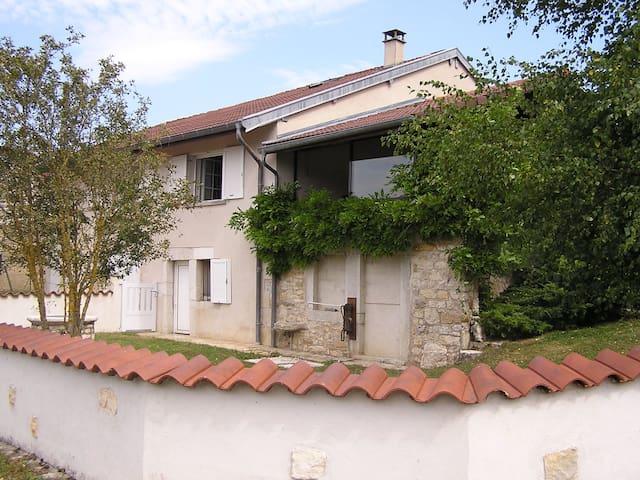 Gite de l'Ancheronne - Lavans-sur-Valouse - House