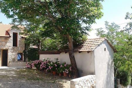 Imotski (Makarska) Vineyard House - Zmijavci - Talo