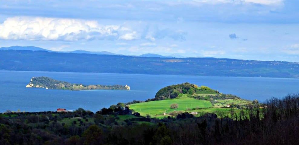 vista lago bolsena con terrazza