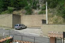 parcheggio privato fronte entrata