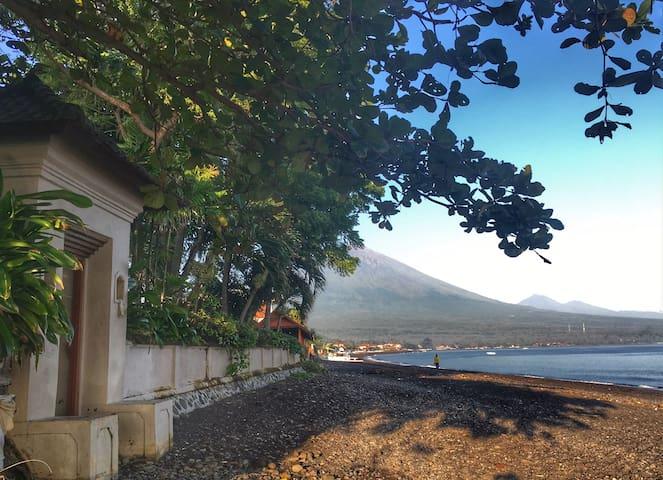*50% off* stunning 3-bedroom beachfront pool villa