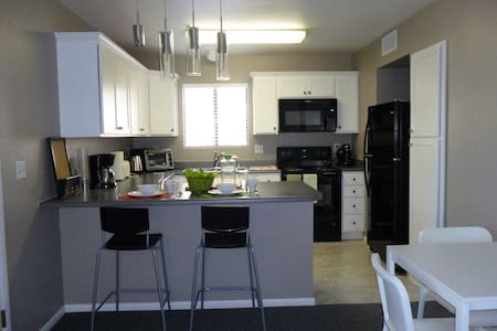 Two Blocks from Courthouse Square - Prescott - Apartment